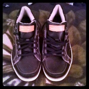 Skechers Classic fit size 7 boys shoes